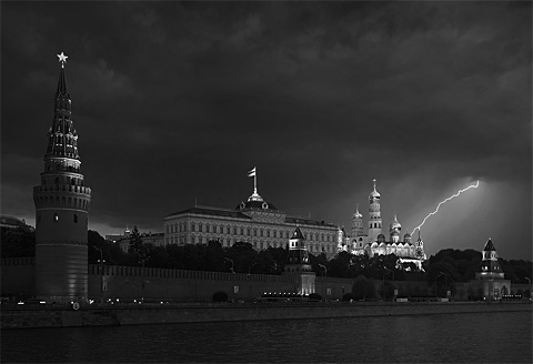 Московский Кремль. В грозу...