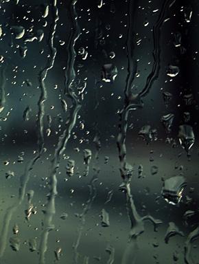 Первая гроза. Дождь по стеклу