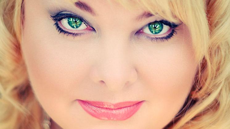 У неё глаза зелёные…