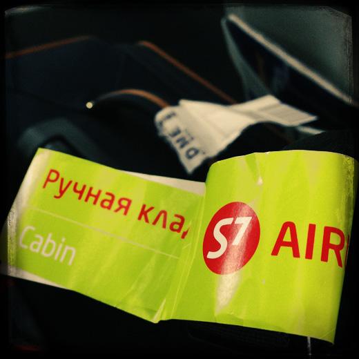 В Аэроэкспрессе. Ручная кладь S7. © фото Роман Данилин' 2012 / www.RomanDanilin.ru